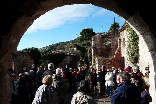 Pobles abandonats de Catalunya: Els veïns de Cabra de Camp pugen cada diumenge a Fontscaldetes per conservar-lo.
