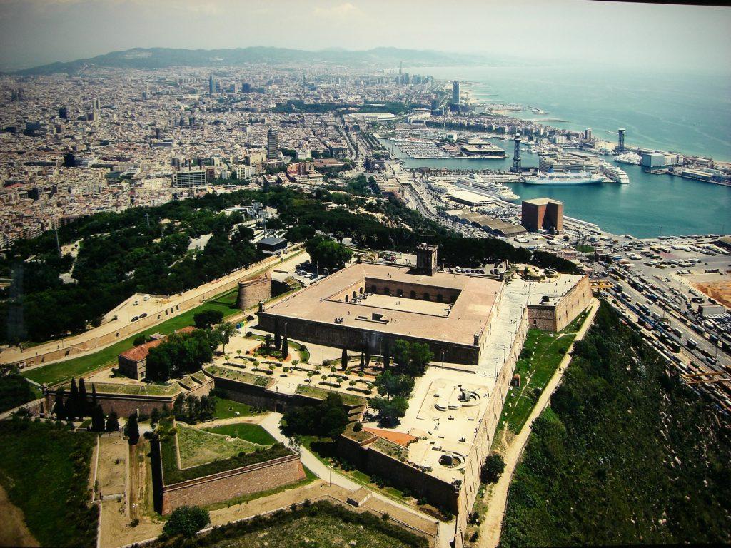 Des de l'antiga fortalesa militar es pot veure tota la ciutat
