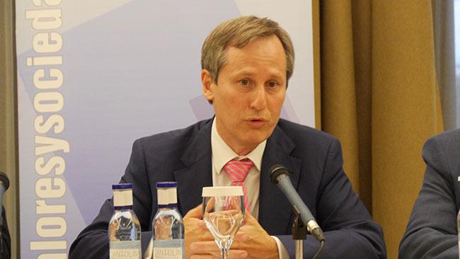 Alejandro Macarrón durant una conferència