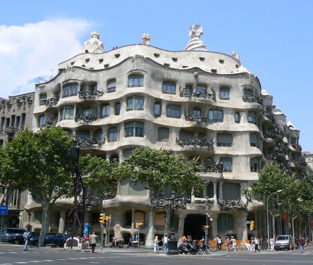 La Pedrera, d'Antoni Gaudí, va generar molta controvèrsia