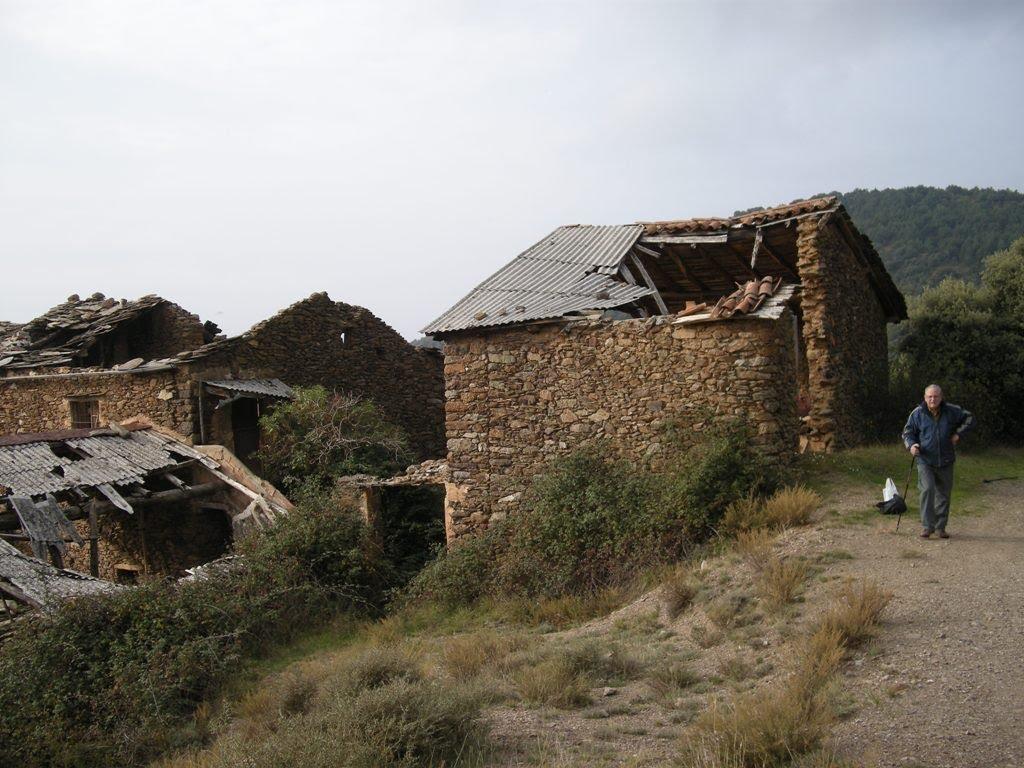 Pobles abandonats de Catalunya: Llirt és un altre dels pobles abandonats, que un cop arreglat, busca comprador.