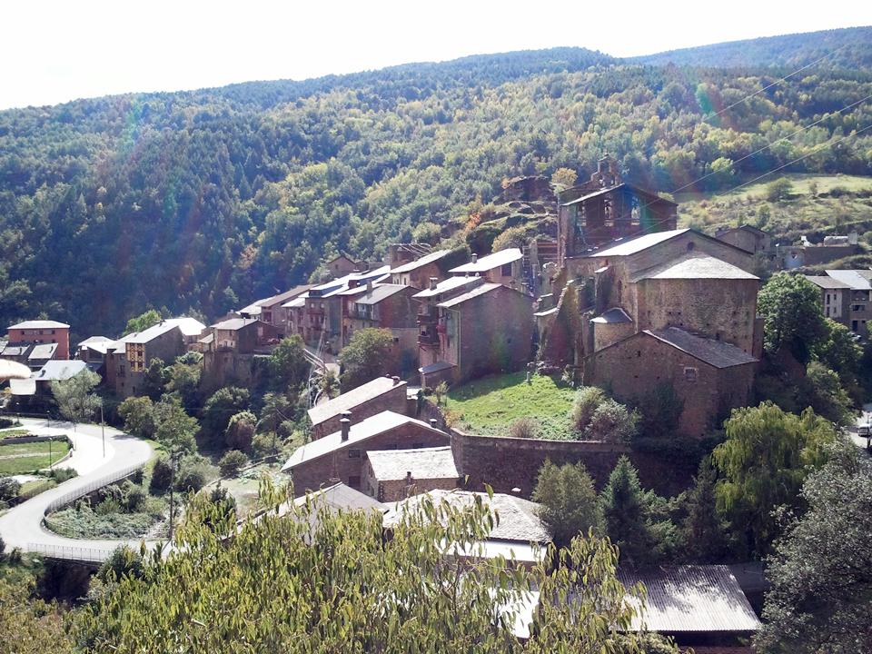 Pobles abandonats de Catalunya: Saül Garreta ha creat una cooperativa per tornar Solanell a la seva plenitud.